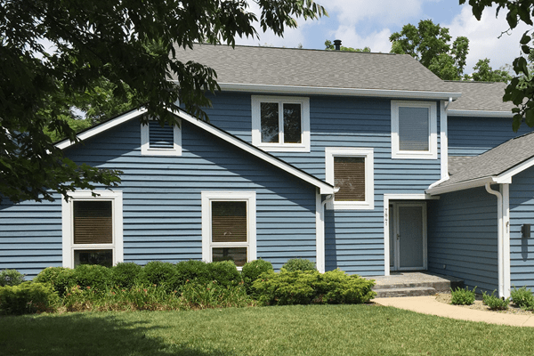 Painting Contractors - 365 Renovations - Mason, OH - Exterior painting blue house white trim 600x400